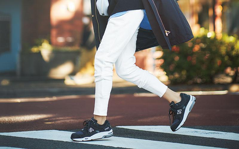 アラサー女子の「冬の白パンツコーデ」着こなしのコツ