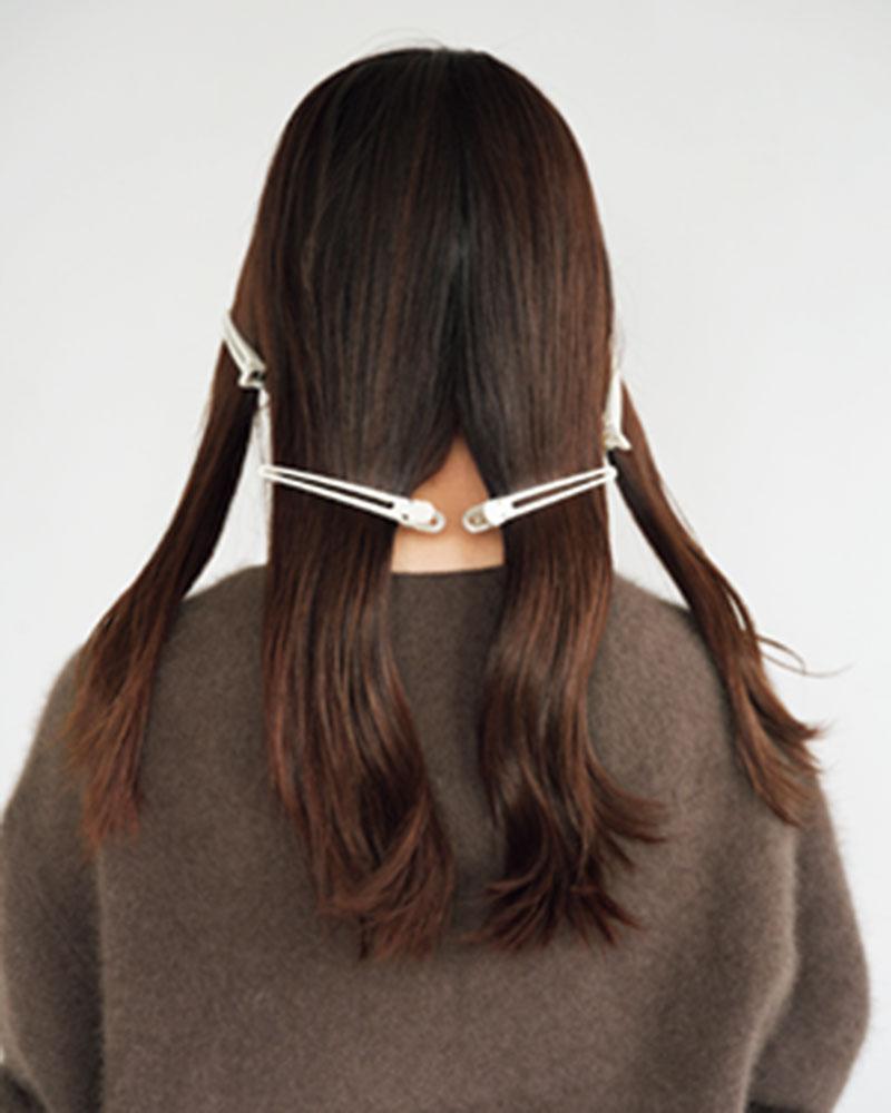 1.全体は細い毛束のミックスカールにして軽さを出しますが、毛先がスカスカしているのはダメ。毛先には重さを出すと、しっとりとした女性らしい雰囲気に仕上がります。