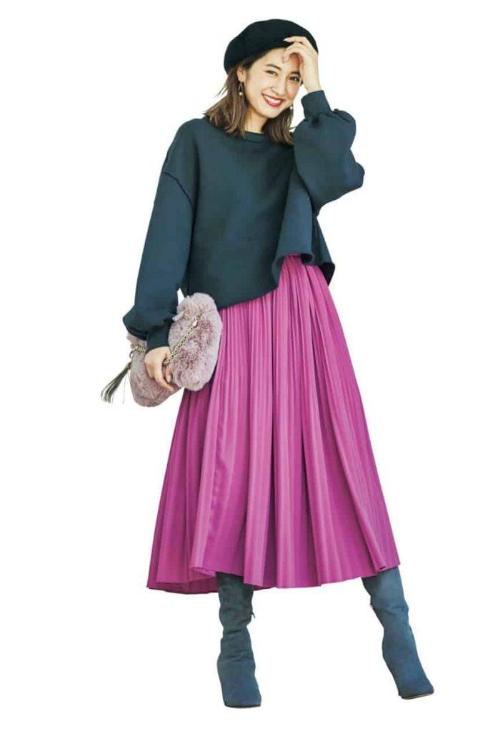 ピンクのプリーツスカートからロ