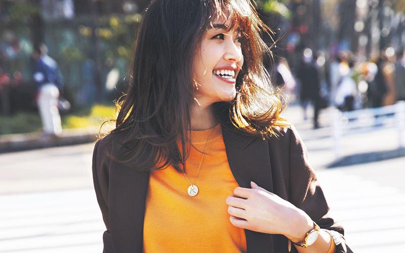 2021年の通勤服は「キレイ色ニット×ジャケット」【オレンジ×ブラウン】