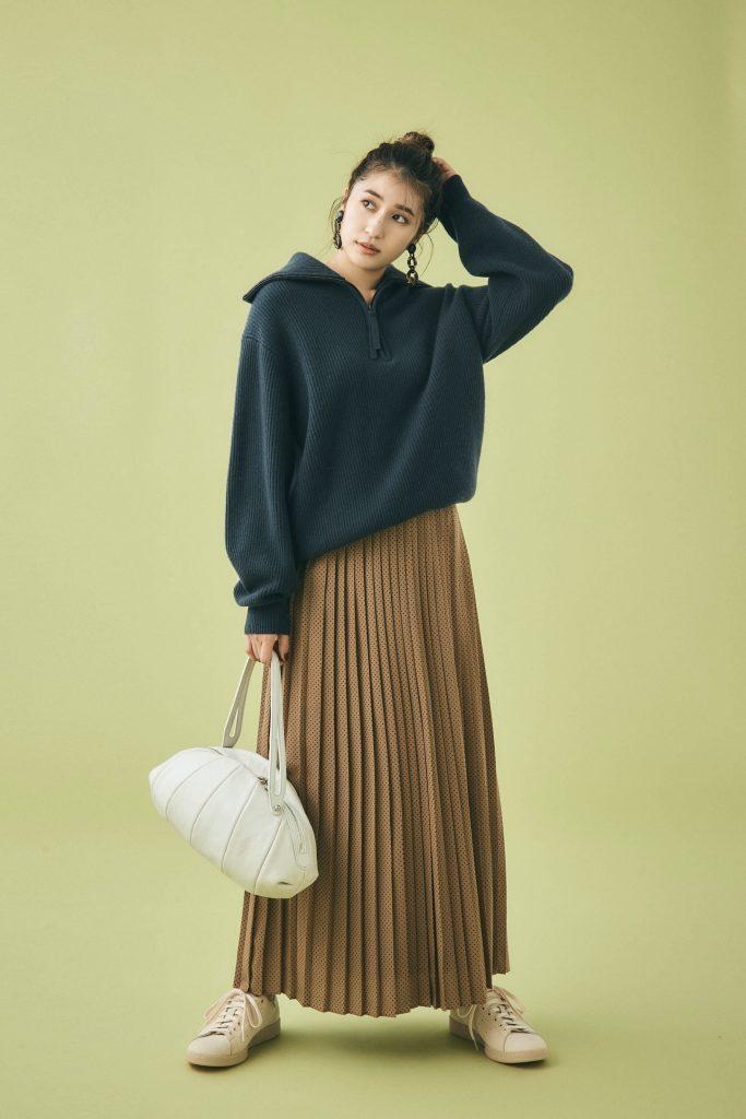 着慣れた茶色のプリーツスカート