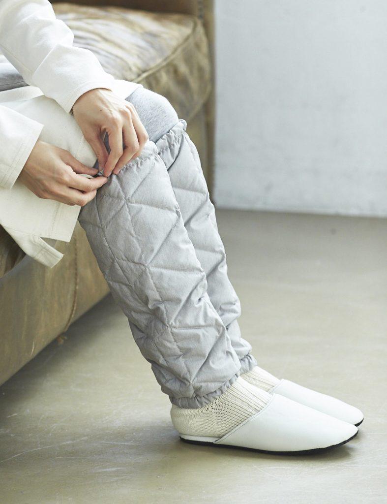 ひざ掛けなどの防寒アイテムを常