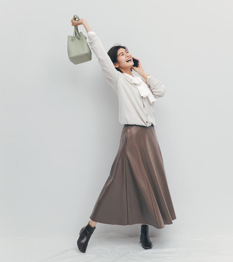 年始に転職エントリーしていた会社からのメールに歓喜していると、黄さんからも「近々お茶でもいかがですか?」とのLINE。ふふふっ、神は私に味方した…! バッグ¥37,000(ヴァジック/ヴァジックジャパン)ブーツ¥22,500(ダイアナ/ダイアナ銀座本店)リング¥5,000バングル¥8,500(ともにワンエーアールバイウノアエレ/ウノアエレ ジャパン)