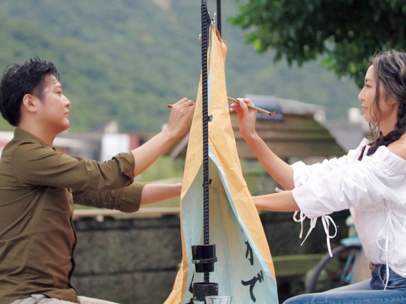 """[第4話]台湾での1on1デートで杉田陽平さんと、ランタンに愛というテーマで書いた言葉 """"生きていることって、愛していること。すべてにおいて、愛があるから生きていられる。食べることも愛。食べることに愛があるから食べているし、すべてのことに愛があるから、生きていることって、愛している。自分自身も愛しているからこそ、今を生きている"""""""