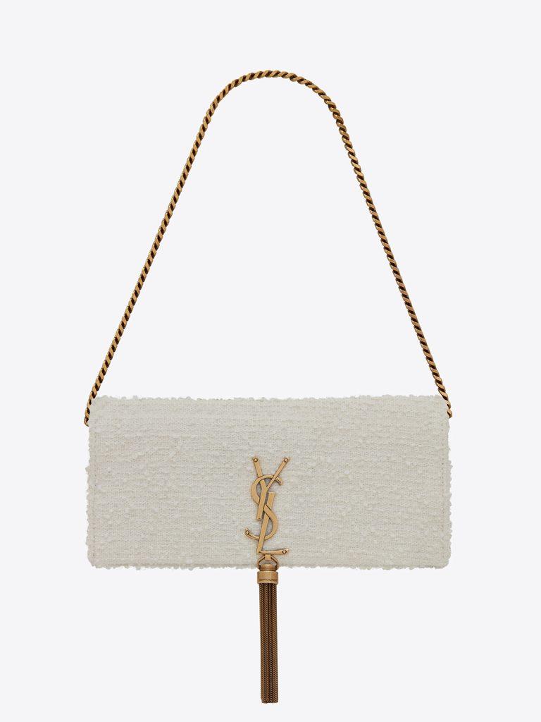 純白のバッグをコーディネートに