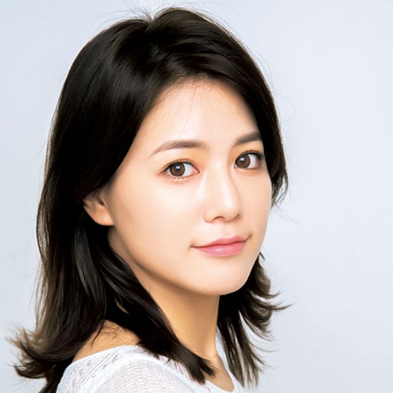 韓国の人気デパコスHERAの新作。ティントやロングラスティング処方ではないけれど、ベタつかずムースのような質感でフィット。