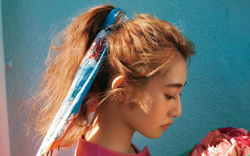 桜井玲香の、大人可愛い冬のスカーフスタイル