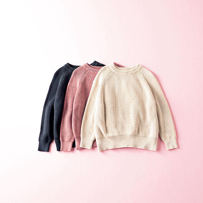 DEMYLEEのコットンリブニット 編集 小林麻衣子さん ざっくりしすぎていると、服に着られてしまう私。これは編み柄の切り替えで上半身がコンパクトに見えるので、バランスよく着られます。特にデコルテの落ち感がキレイ!コットンニットなので春も活躍しそう ニット各¥22,000(すべてデミリー/サ ザビーリーグ)