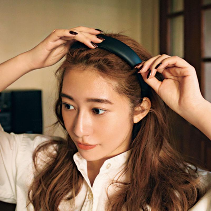 ⑤カチューシャをつけたらうぶ毛を引き出して。