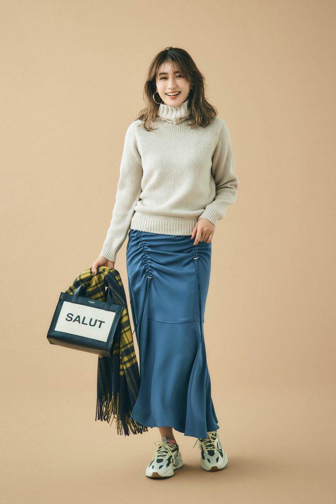 レディな印象のタイトスカートの