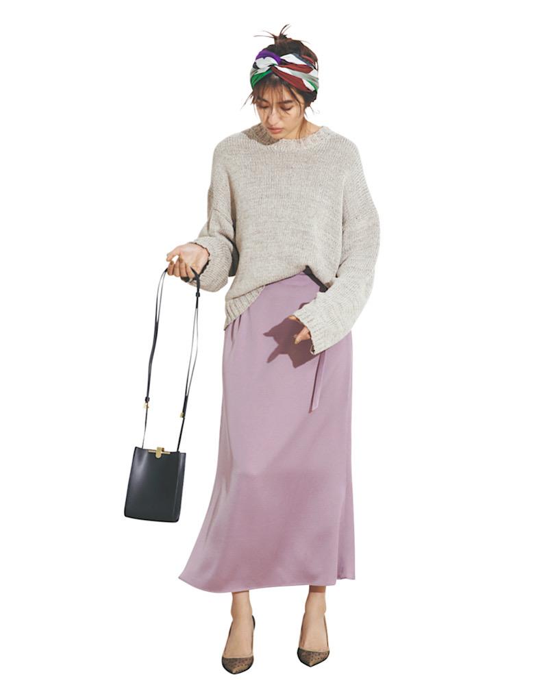 スレンダーなスカートには、ゆる