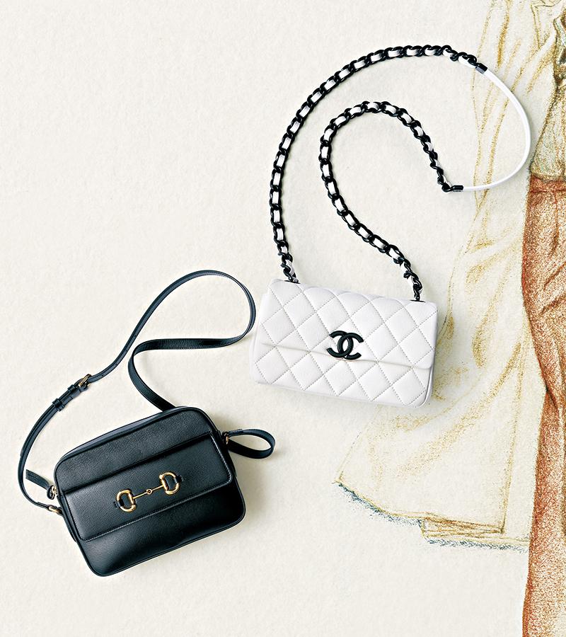 【右】いつの時代も、どんな女性のスタイルにも寄り添うシャネルのキルティング ステッチのバッグ。ふっくらしたキルティングとレザーが編み込まれたチェーンは、唯一無二の名品です。新作は上品かつフレッシュな白で、小ぶりのサイズが合わせやすい。バッグ〈H12.5×W20×D6〉¥436,000(シャネル)【左】1950年代の誕生以来変わらない人気を誇る、アイコニックなゴールドのホースビットがあしらわれたバッグ。タイムレスでありながら、カジュアルなスタイルと相性抜群。ストラップを短くして斜めがけするのも今の気分にぴったり。バッグ「グッチ ホースビット 1955」〈H17×W22.5×D6.5〉¥169,000(グッチ/グッチ ジャパン)