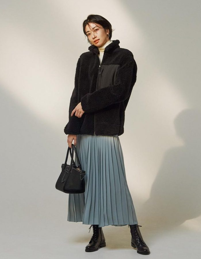 キレイ色のプリーツスカートは、