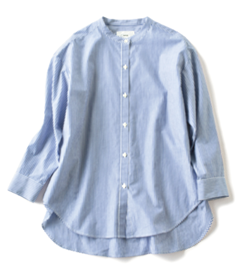 【C】ストライプのバンドカラーシャツ シンプルなワードローブの中に柄物があるとメリハリが。シワになりにくい素材で扱いも楽。¥5,900(エルーラ/アダストリア)