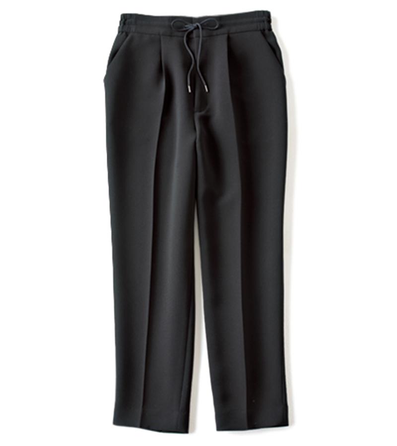 【F】センタープレス入りウエストゴムパンツ ウエストゴムのパンツだってセンタープレスの黒なら出社にもOK。とろみ素材で着心地も文句なし。¥13,000(アンクレイヴ)
