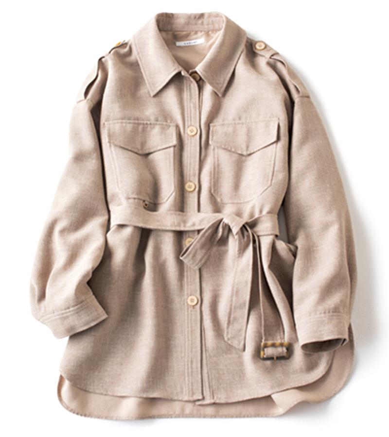 【H】ゆるシルエットのシャツジャケット シャツとしてもジャケットとしても着られる。ダウンショルダーで動きやすい。¥24,000(カデュネ/カデュネ プレスルーム)