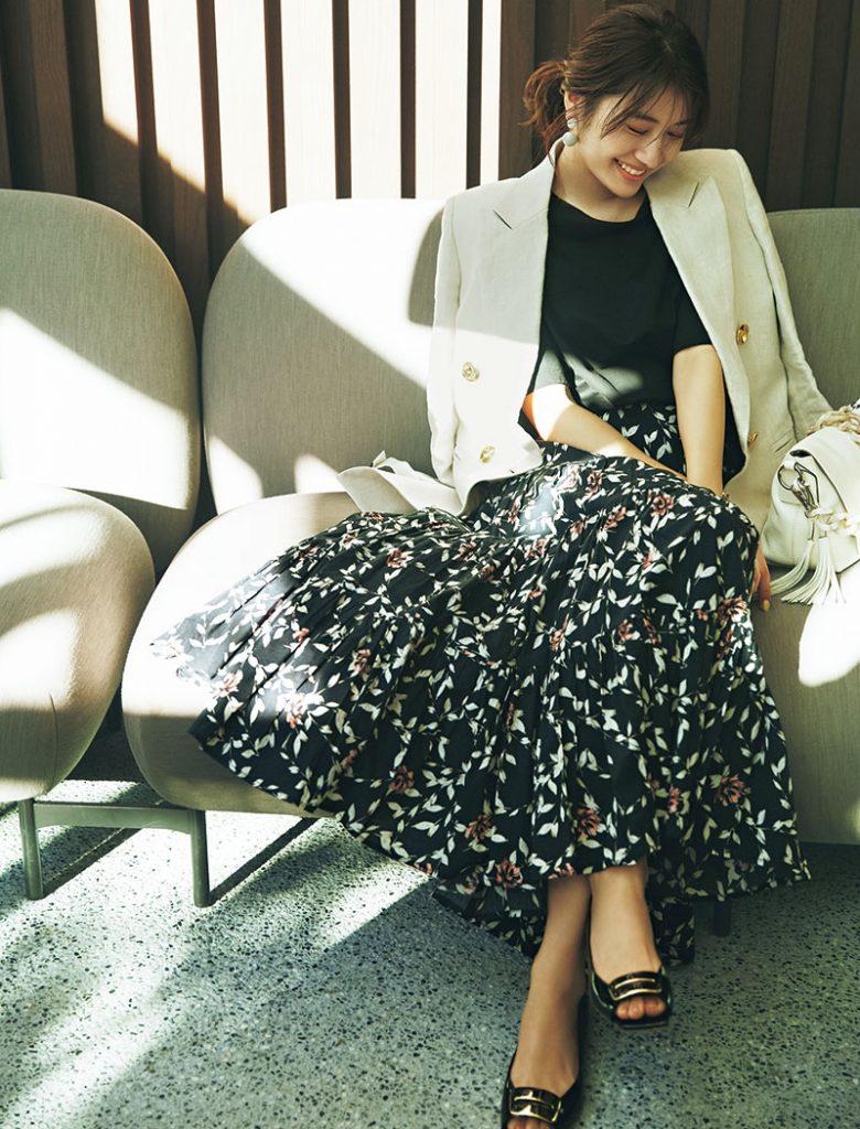 レディな花柄スカートと、マニッ