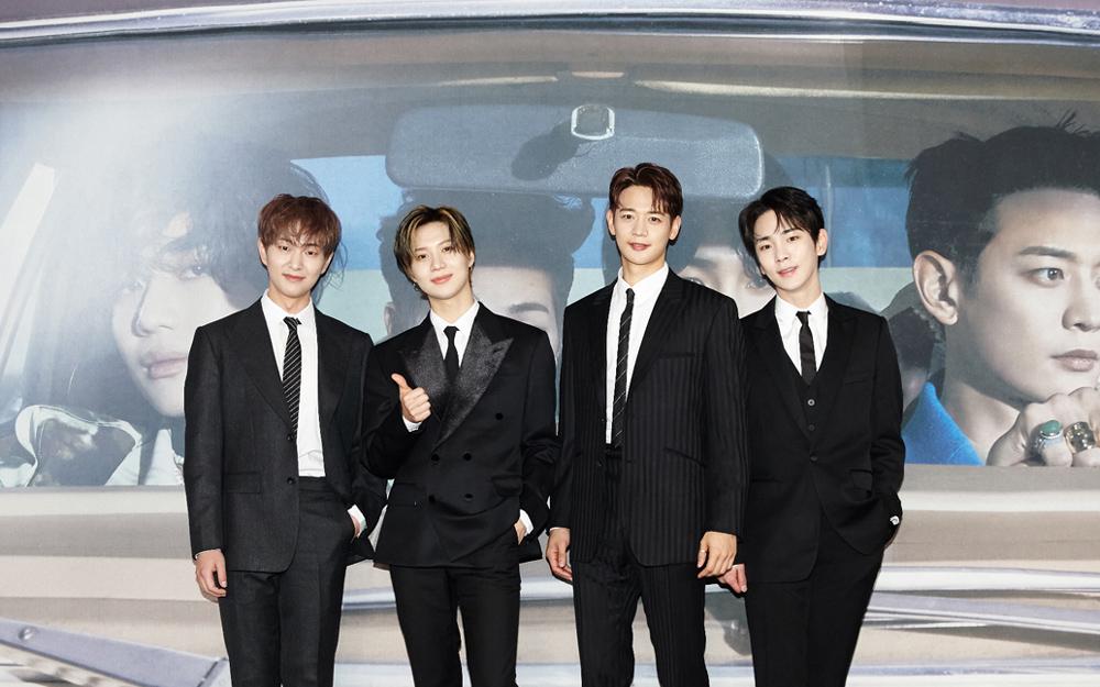 左からオンユ、テミン、ミンホ、キー。シックな黒のスーツで会場に現れた、SHINeeメンバー。