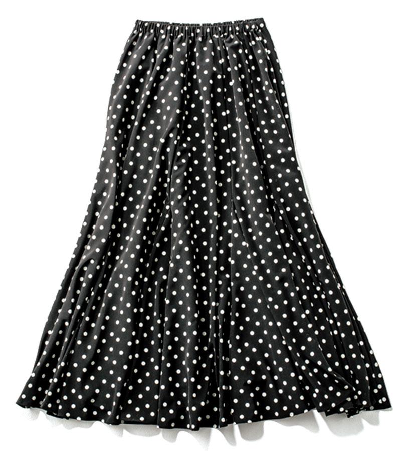 【15】ドット柄スカート 柄に負けずに着られる、黒がベースの大きすぎないドット柄。¥26,400(ソーノ/ミラク)