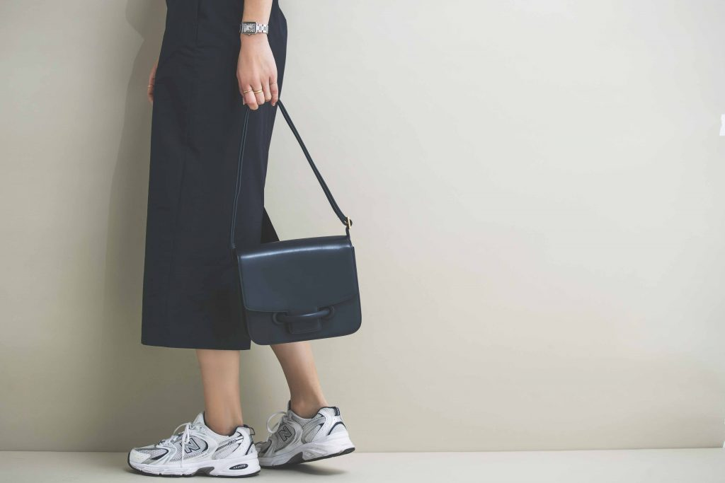 「バッグはワンピースの雰囲気に