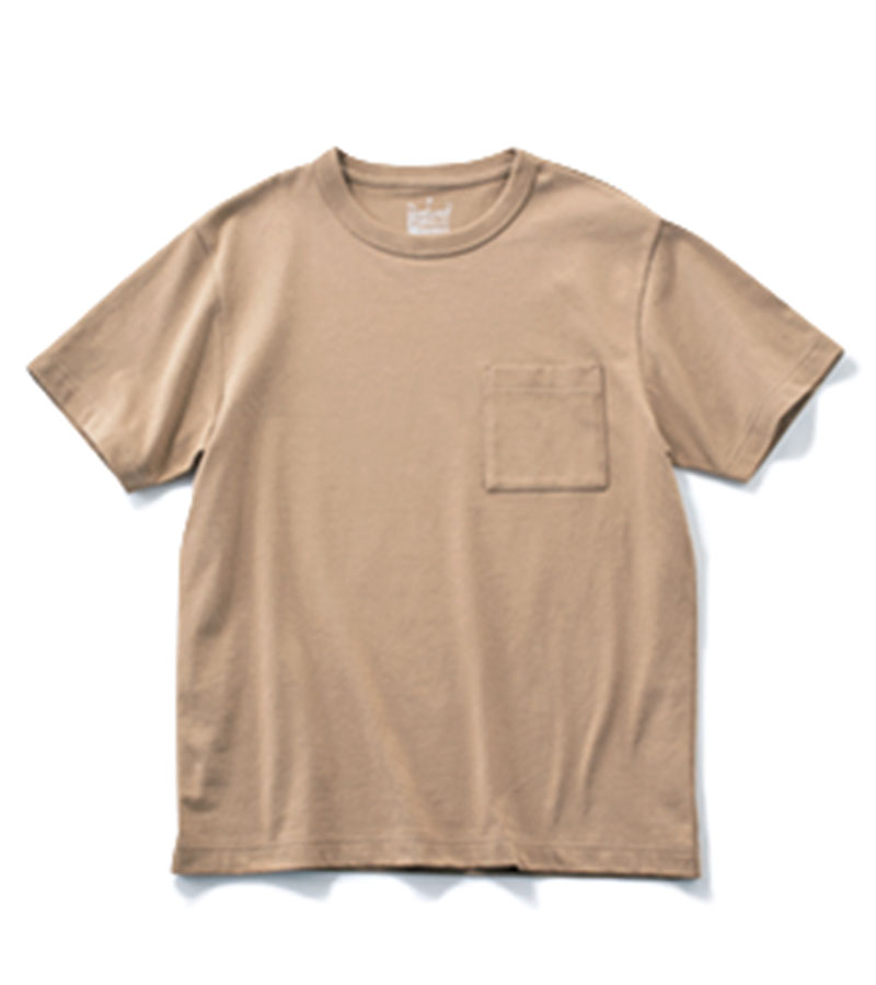 【2】ビッグサイズTシャツ スモーキ-ブラウンがメンズっぽい。やや大きめサイズを選んで。¥990(無印良品/無印良品 銀座)