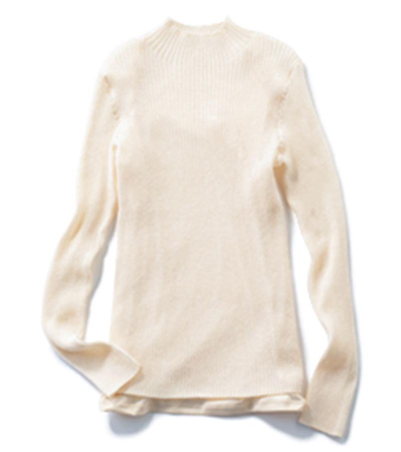 【3】シアーカットソー ほんのりとした透け感が大人らしい。品のある色気も。¥14,300(カデュネ/カデュネ プレスルーム)