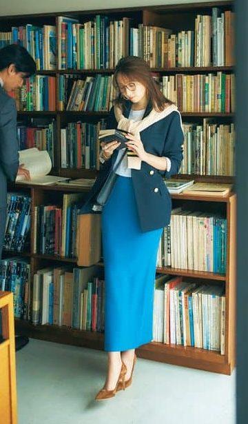ニットのタイトスカート&紺ブレ