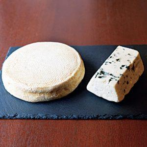 ガレットには好きなチーズをのせ