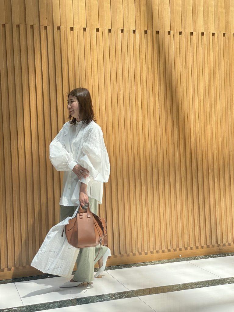 トップス:ETRE TOKYO
