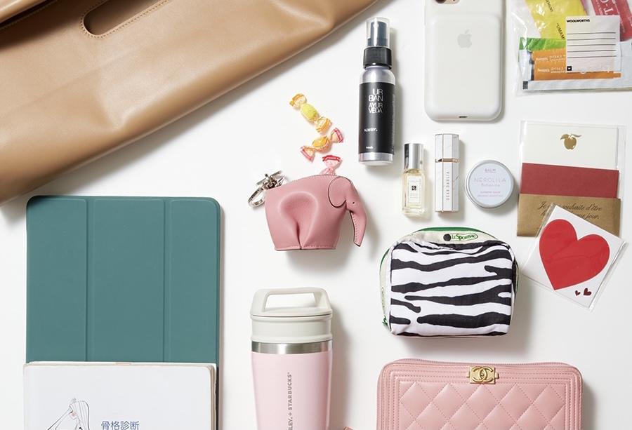 【バッグの中身】ピンクのスタバタンブラーがお気に入り!|CLASSY.ライター棚田トモコ