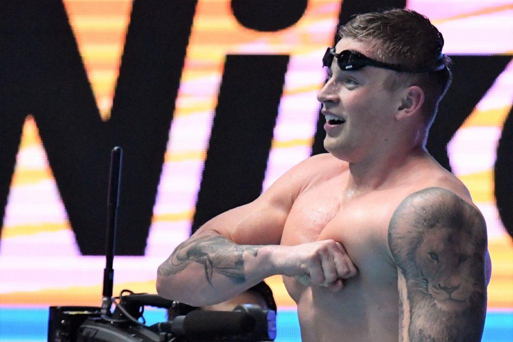 平泳ぎ専門の競泳選手、アダム・