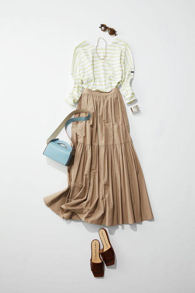 夏のスカートスタイルにブラウス