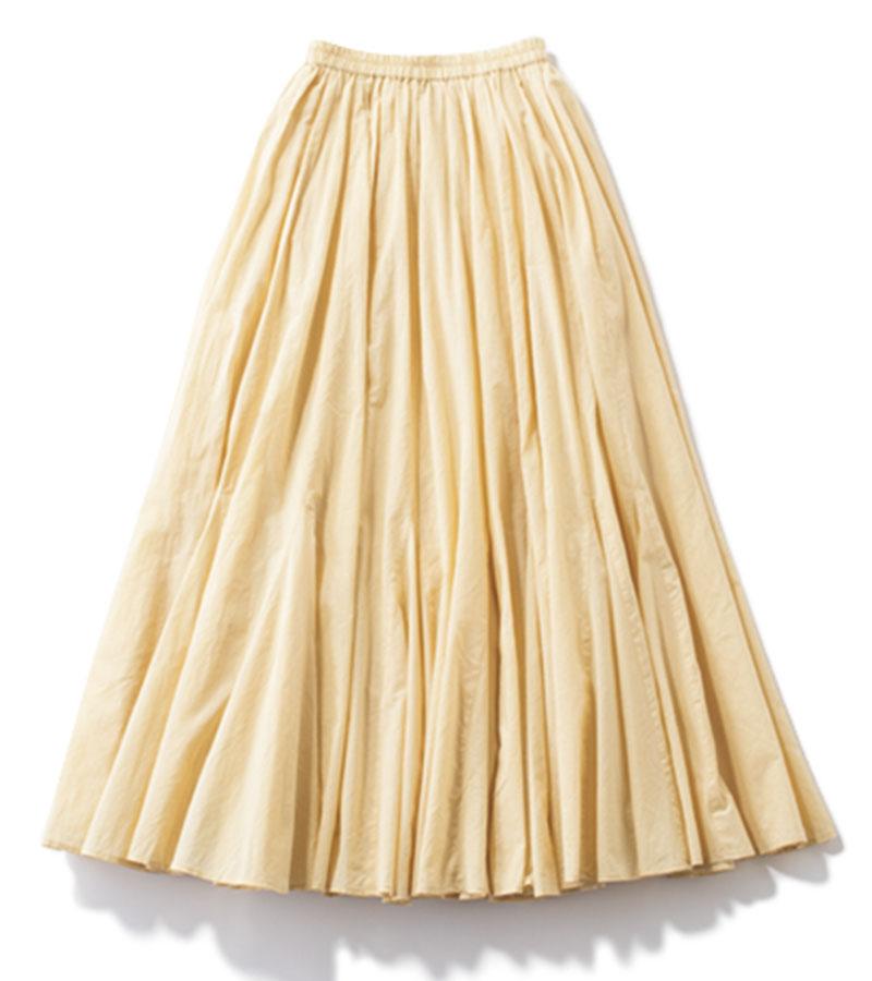 【4】フレアスカート シンプルコーデをドラマティックに仕上げる、女度があがる1着。スカート¥29,700(マリハ/ショールーム セッション)