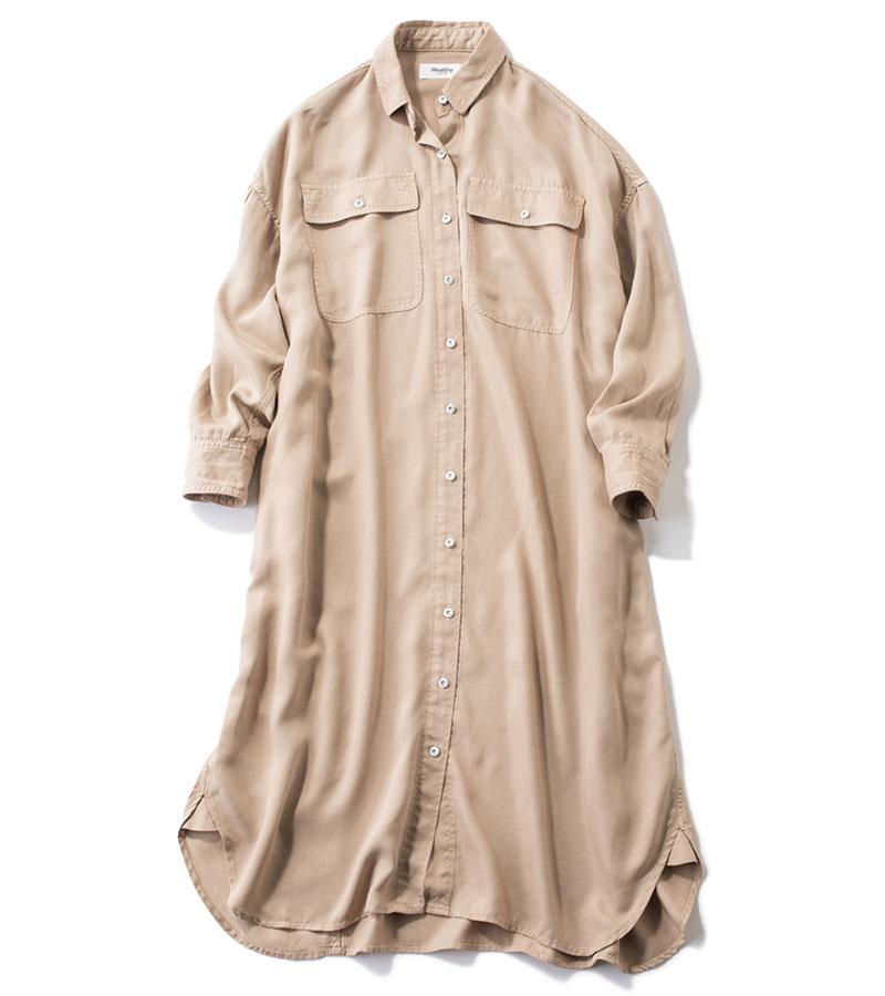 【D】Healthy Denim 再生繊維使用のシャツワンピ とろみのあるなめらかな質感と落ち感が、ユーカリを原料とするリヨセルの魅力。一枚でワンピに、ボタンをあけてはおりとして、レイヤードに欠かせない一枚。シャツワンピース¥22,000(ヘルシーデニム/ゲストリスト)