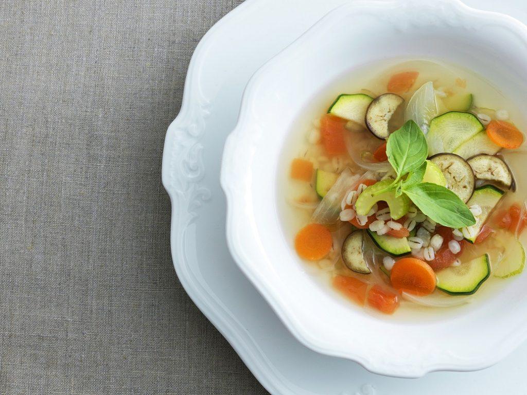 「透き通ったブイヨンに、野菜の