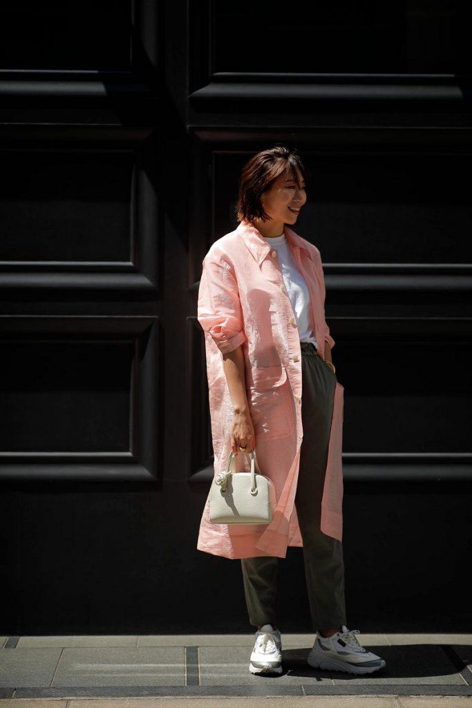 透け感のあるピンクのジャケット