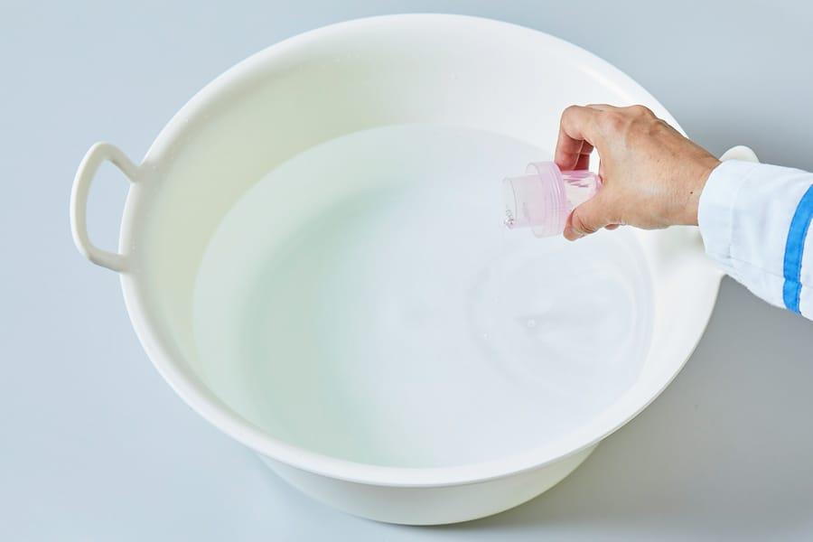 洗面器などにぬるま湯(40°C
