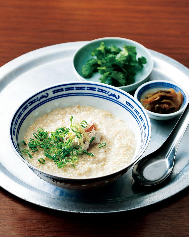 鶏ガラスープで煮た中華粥は滋味