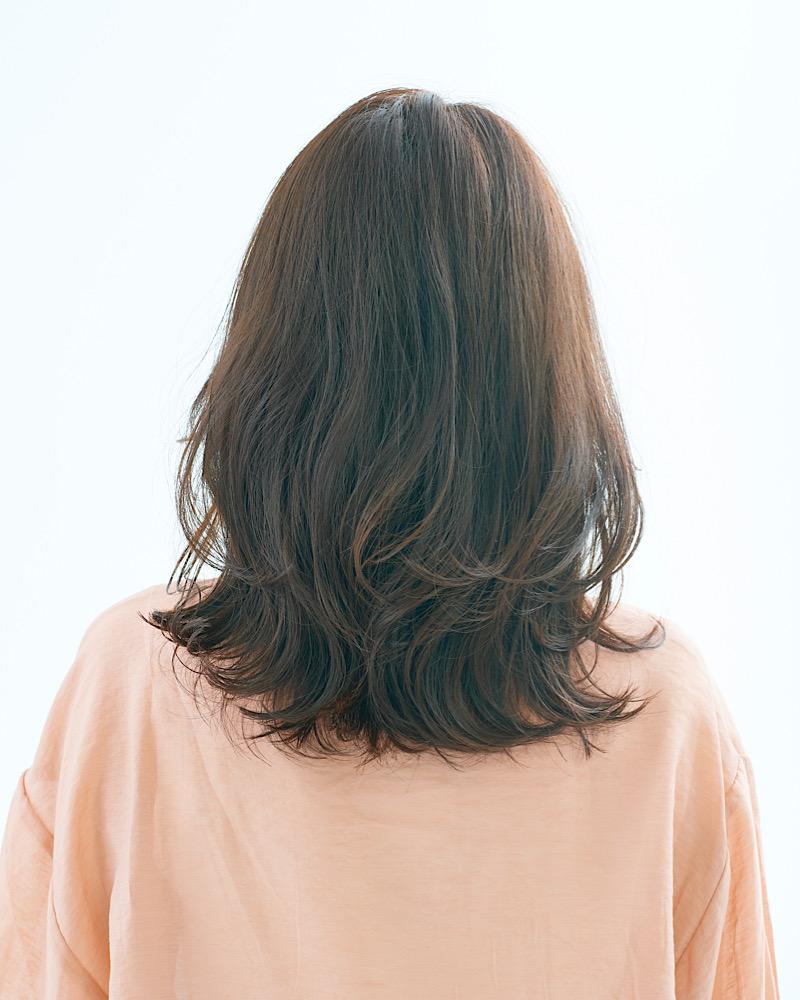 長さと重みがある分、髪がストン