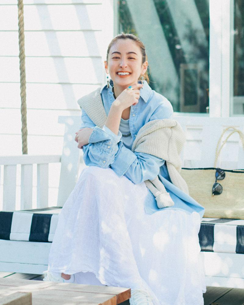 ふんわり可愛い白スカートも、今