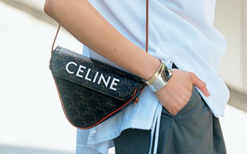 【ロエベ、セリーヌ】実はメンズアイテムな、憧れブランドの「ミニバッグ」