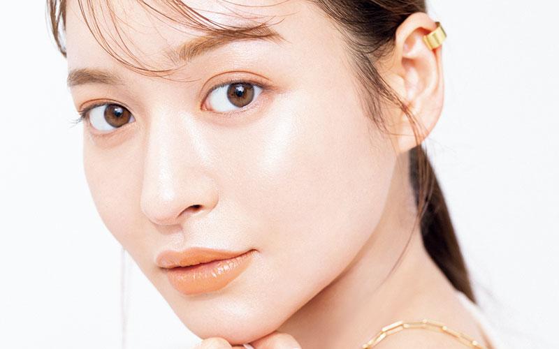 【野崎萌香】売れっ子美容モデルの「絶対欠かせないスキンケアコスメ」5選