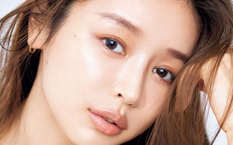 【加治ひとみ】売れっ子美容モデルの「絶対欠かせないスキンケア」5選