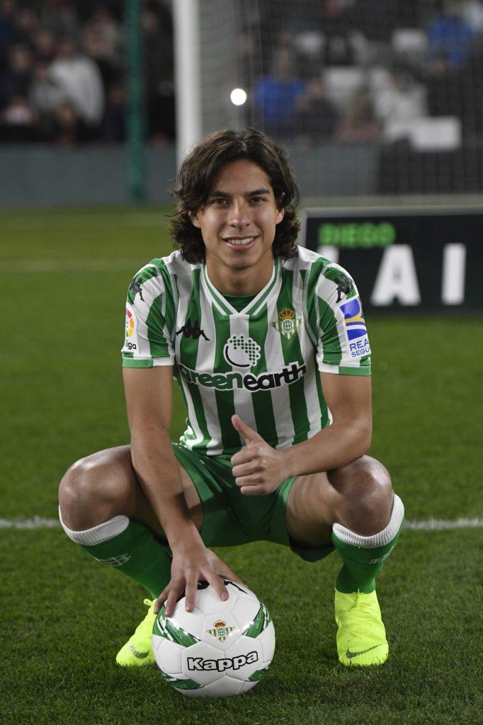 1人目は、21歳のメキシコ代表