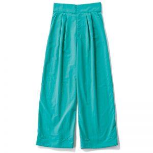 【J】カラーワイドパンツ 裾ホックで旬なバルーンシルエットに変えられる2way。撥水素材で雨の日にも対応。¥19,800(カデュネ)