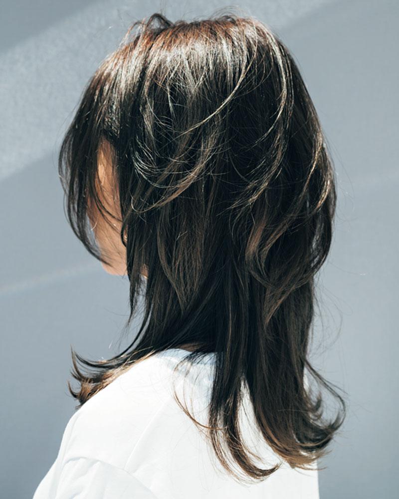 髪の長さは鎖骨につくぐらいのミ