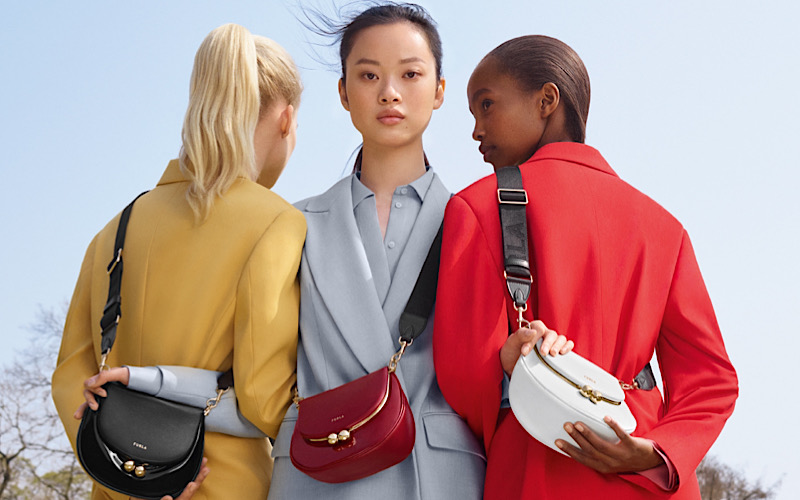 【FURLA】大人女子の秋コーデに合う新作クロスボディバッグ全3色を公開