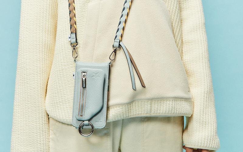 今オシャレな人の間では「バッグの代わりにスマホケース」が常識!?「多機能マルチケース」に注目【コンバース トウキョウ】