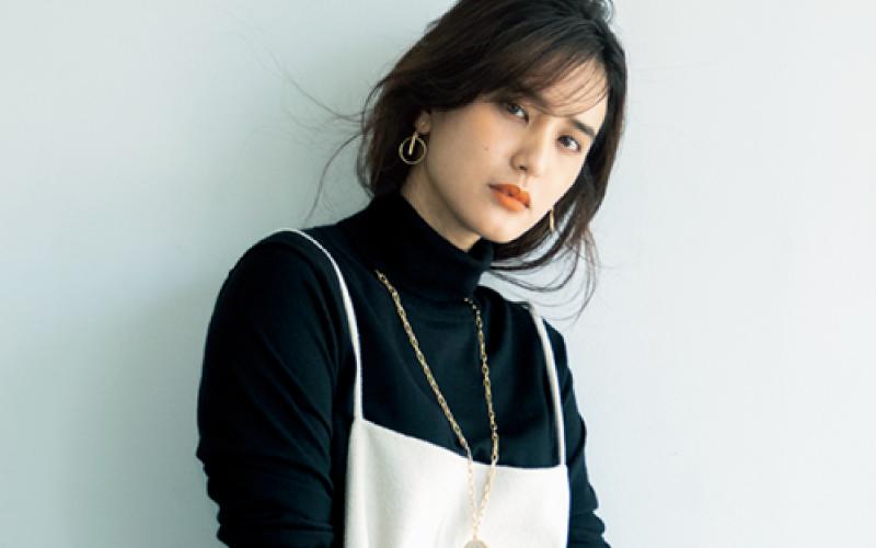 女優・山崎紘菜さん登場!「黒タートル」が秋に使える理由3つ
