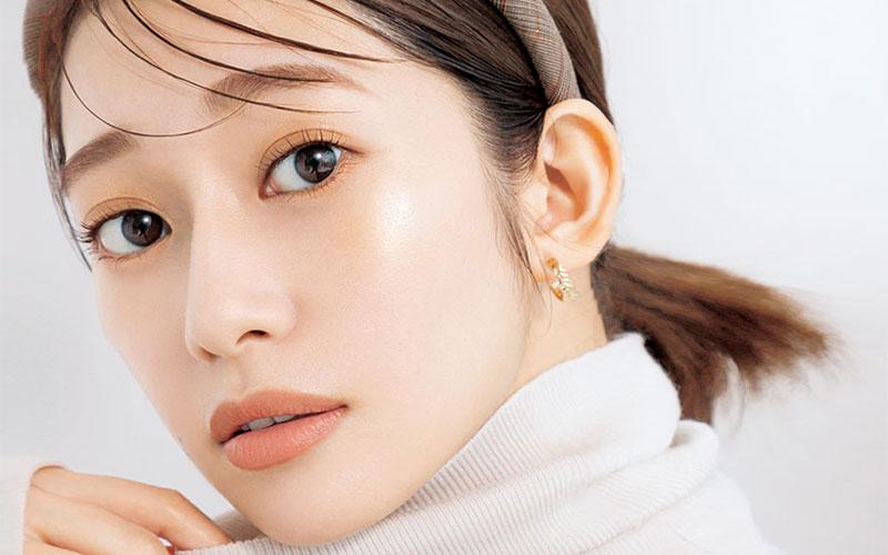 桜井玲香さん登場!大人の「ツヤツヤ肌」メークのコツ。